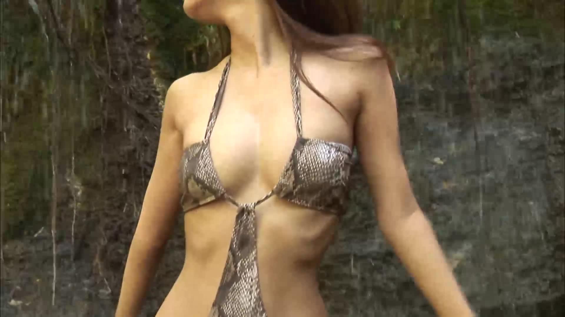 美乳の素人女性の無料jyukujyo動画。木口亜矢美乳の谷間とワイルド...