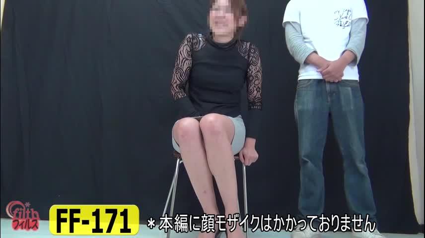 【個人撮影】彼女に着衣のままオシッコをがまんしてもらった!そのまま、お漏らし! 【盗撮せんせい】